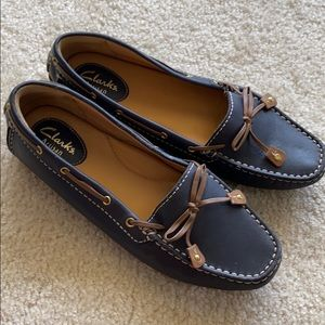 EUC leather Clark's Loafer flats size 6 wide